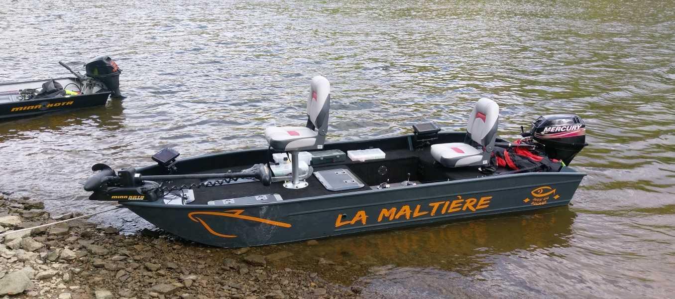 Barco-de-pesca-com-fundo-plano