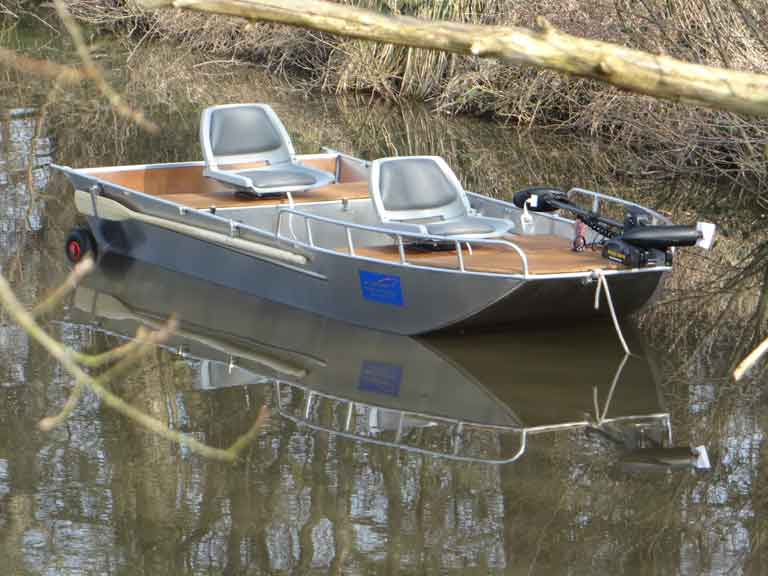 Barco de pesca leve de alumínio soldado para fins de lazer ou de cruzeiro